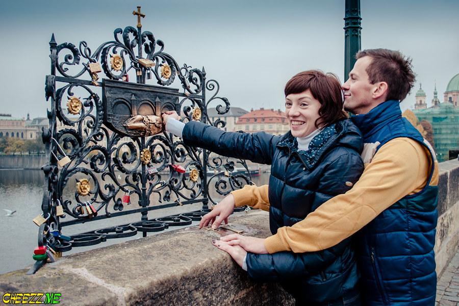 Make a wish in Charles Bridge