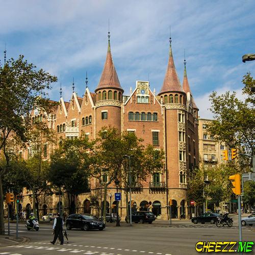 Дом с Шипами Террадес в Барселоне фото