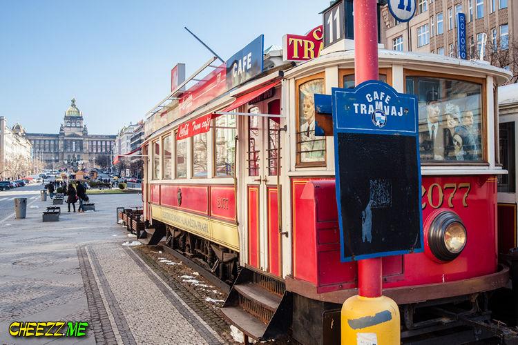 Прага- кафе трамвайчик на Вацлавской площади