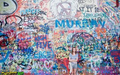 Достопримечательность Праги - стена Джона Леннона