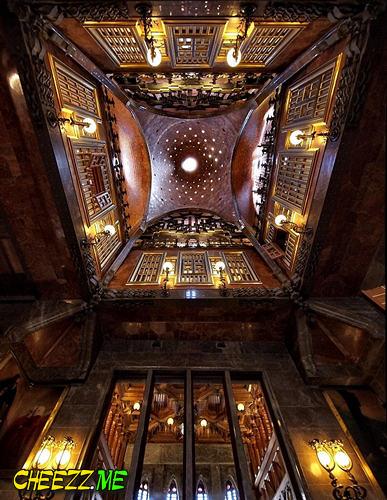 Дворец Гуэля в Барселоне фото