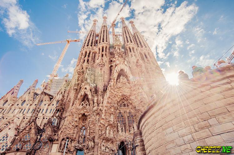 Саграда Фамилия - храм святого семейства в Барселоне фото