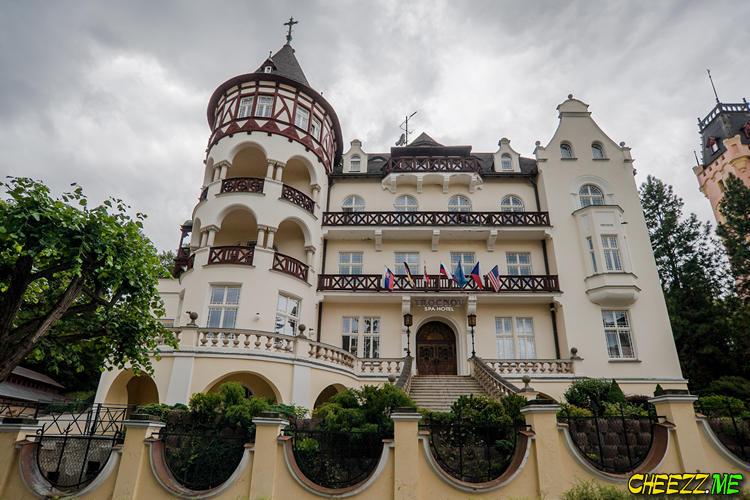Шикарный отель в Карловых Варах в Чехии