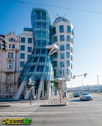 Пьяный дом в Праге фото