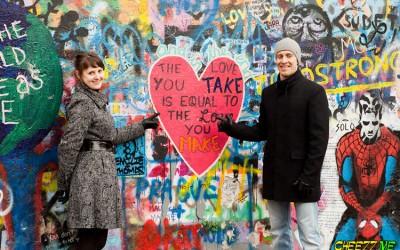 Стена Джона Леннона в Праге фото