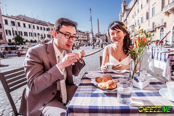 Завтрак на площади Навона в Риме