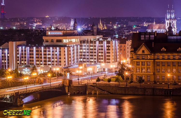 Наводнение в Праге ночной вид на отель Интерконтиненталь и набережную - фотограф в Чехии 4 июня 2013