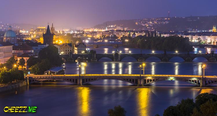 Наводнение в Праге - вид на пражские мосты ночью - фотография 4 июня 2013