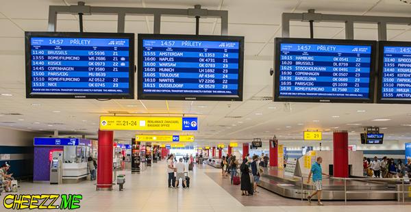 Аэропорт в Праге зал получения багажа
