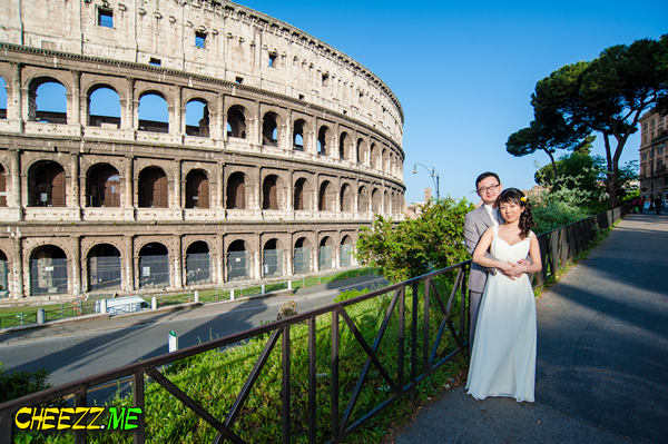 Wedding in Rome -  walking private tour in Rome with guide photographer